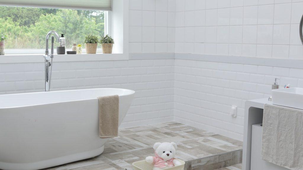 Kąpiel noworodka w krochmalu – na co pomaga?